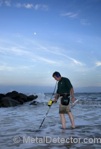 Garrett Sea Hunter Mark II Metal Detector being used at the beach.